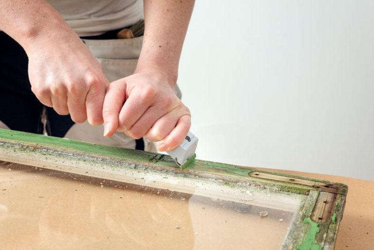 renovera fönster genom att skrapa