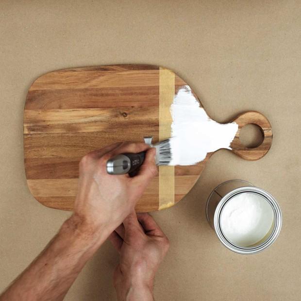 Maskera och måla skärbräda