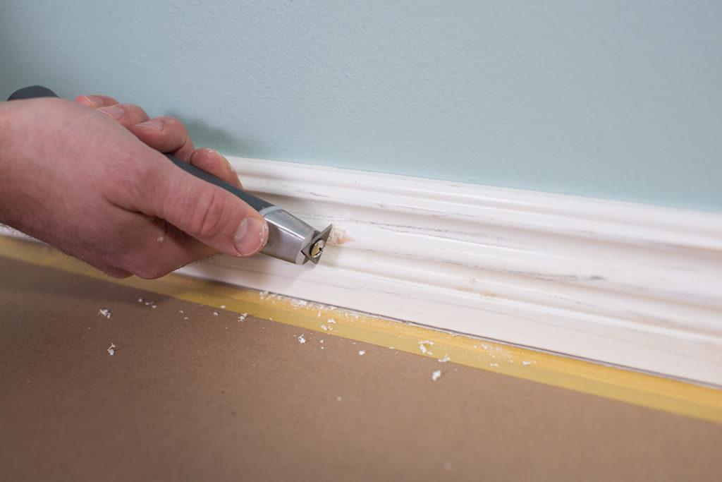 Skrapa listerna innan målning