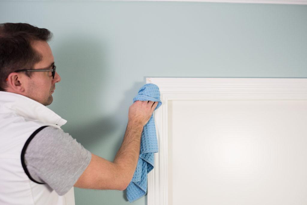 Tvätta listerna innan målning