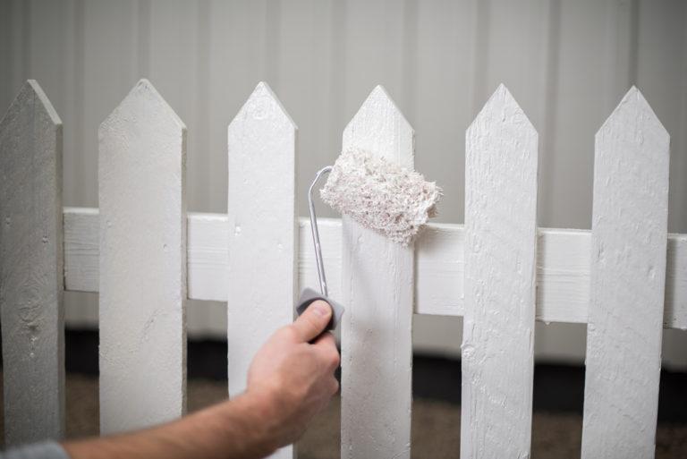 Måla staket