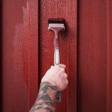 målar rödfärg med Elite lång vinklad rödfärgspensel