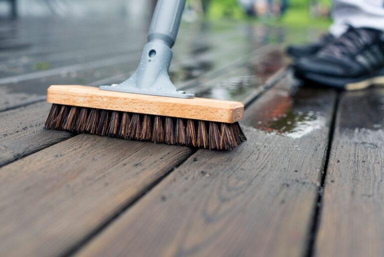 tvätta altan med altanverktyg