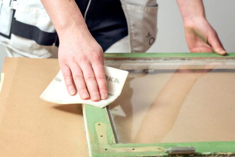 Slipa bort fiberresning vid måla fönster