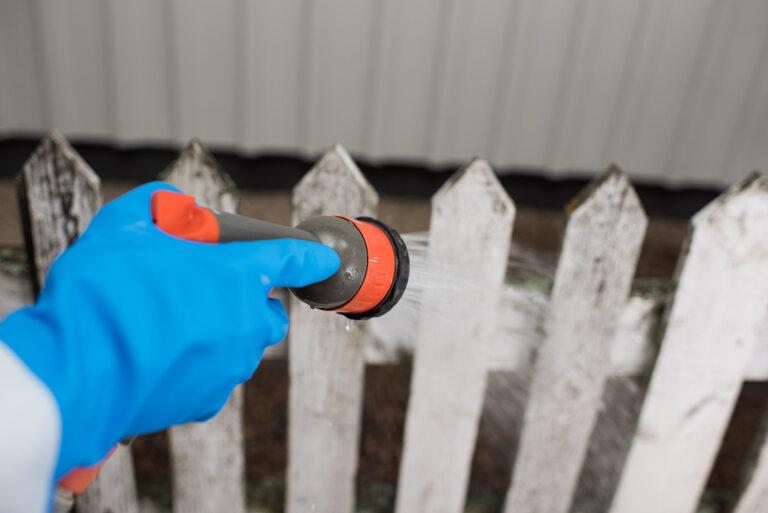 Tvätta av staket