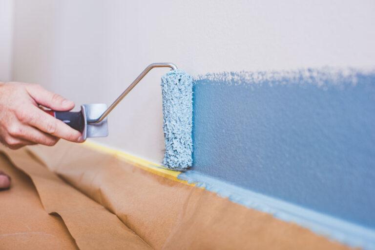 Rolla längs lister när måla vägg
